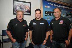 Steve Kinser, Tony Stewart y Donnie Schatz durante una conferencia de prensa