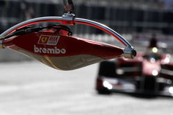 Luces de freno en pits de Ferrari