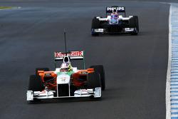 Paul di Resta, Test Pilotu, Force India F1 Team, VJM03 ve Rubens Barrichello, Williams F1 Team, FW32