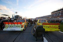 Trucks van Aric Almirola en Mario Gosselin op de startgrid