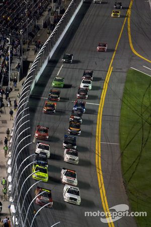 Restart: Johnny Benson and Nelson A. Piquet lead the field