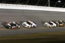 Timothy Peters devant Todd Bodine