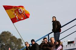 Spainish taraftarları ve flag
