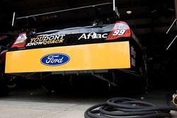 Roush Fenway Racing Ford van Carl Edwards in de garage