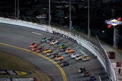 Jamie McMurray, Earnhardt Ganassi Racing Chevrolet et Carl Edwards, Roush Fenway Racing Ford en baga