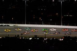 Kevin Harvick, Richard Childress Racing Chevrolet, lidera la carrera