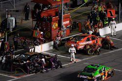 Pit stop for Jamie McMurray, Earnhardt Ganassi Racing Chevrolet and Denny Hamlin, Joe Gibbs Racing T