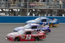 Tony Stewart, Stewart-Haas Racing Chevrolet, Matt Kenseth, Roush Fenway Racing Ford en Kurt Busch, P