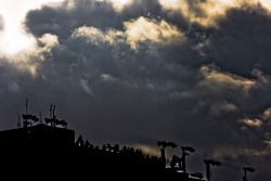 Wolken boven de Auto Club 500