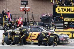 Parada en pits para Elliott Sadler, Richard Petty Motorsports Ford