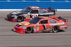 Jamie McMurray, Earnhardt Ganassi Racing Chevrolet et Ryan Newman, Stewart-Haas Racing Chevrolet