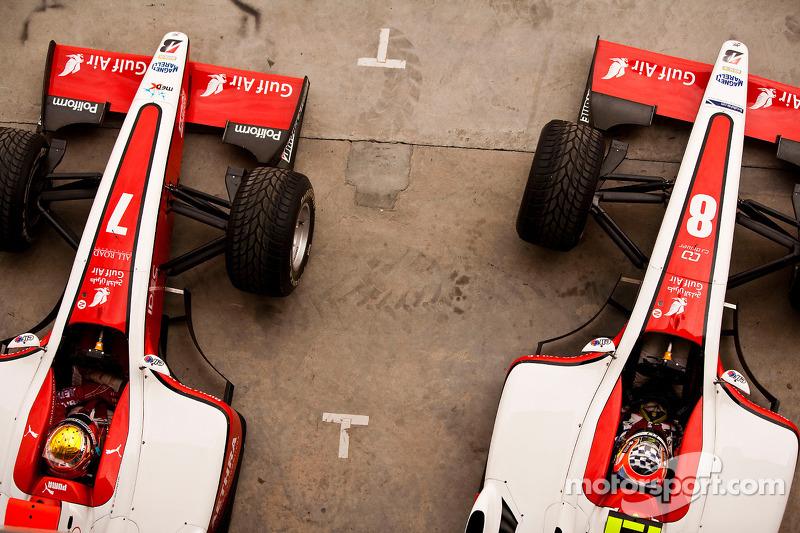 Jules Bianchi y Sam Bird en los pits