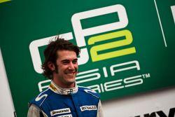 Giacomo Ricci celebra en el podio