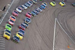 Restart: Jeff Gordon, Hendrick Motorsports Chevrolet et Clint Bowyer, Richard Childress Racing Chevr
