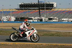 Race winnaar Jake Zemke