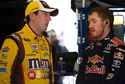 Kyle Busch, Joe Gibbs Racing Toyota et Brian Vickers, Red Bull Racing Team Toyota