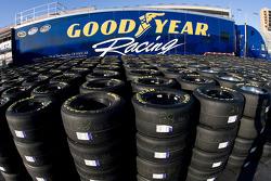 La camion Goodyear dans les garages