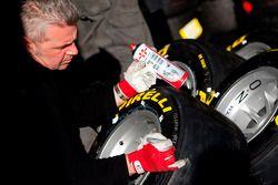 Un technicien Pirelli au travail