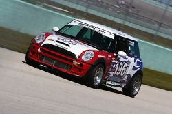 #196 RSR Motorsports Mini Cooper S: Reny Smalley, Owen Trinkler