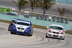 #80 BimmerWorld/GearWrench BMW 328i: James Clay, David White; #18 RRT Racing BMW 328i: Barry en bagarre, Michael Dayton