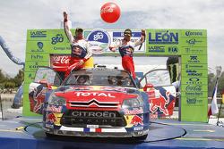 Podio: ganadores Sébastien Loeb y Daniel Elena, Citroën C4, Citroën Total World Rally Team