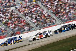 Kurt Busch, Penske Racing Dodge, Boris Said, Latitude 43 Motorsports Ford et Denny Hamlin, Joe Gibbs Racing Toyota