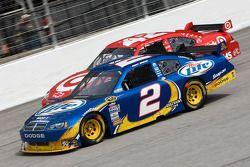 Kurt Busch, Penske Racing Dodge et Juan Pablo Montoya, Earnhardt Ganassi Racing Chevrolet
