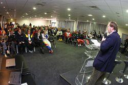 LMS persconferentie: Patrick Peter op het podium
