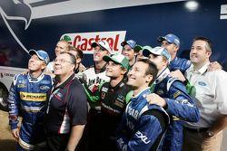 Ford Australia President en CEO Marin Burela met Ford motorsport manager Christopher Styring en alle