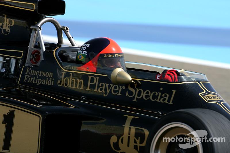 Emerson Fittipaldi, bicampeão da F1 com sua Lotus 72D
