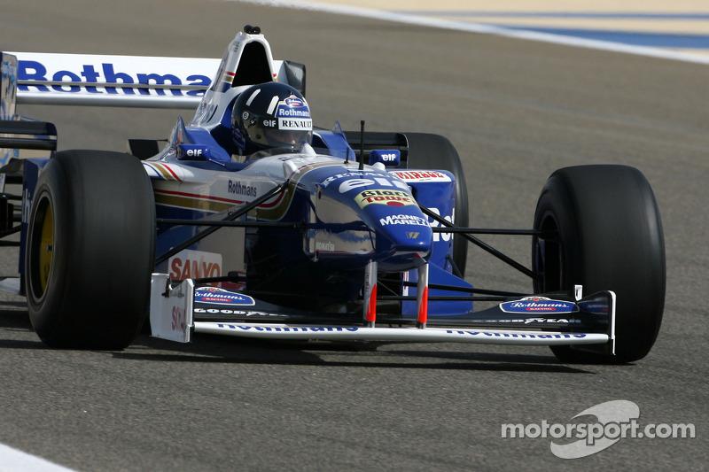[Image: f1-bahrain-gp-2010-damon-hill-1996-f1-wo...t-fw18.jpg]