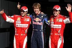 El piloto de la pole position Sebastian Vettel, Red Bull Racing, con el segundo clasificado Felipe M