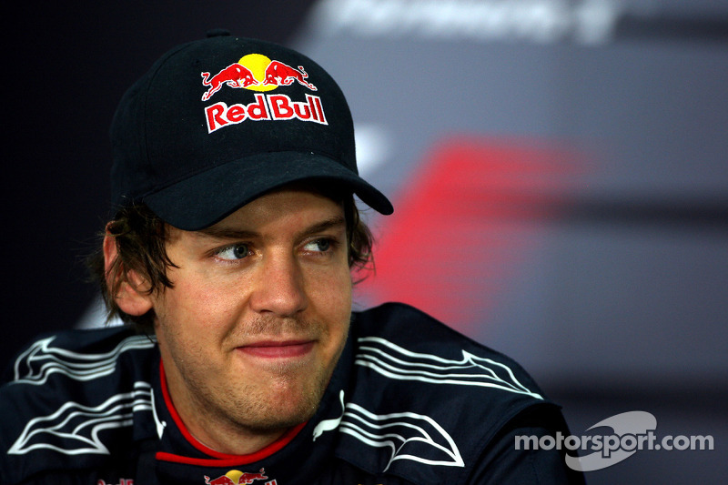 El autor de la pole position Sebastian Vettel, Red Bull Racing