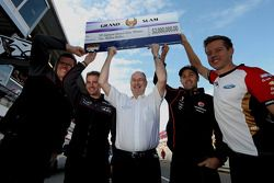 Tony Cochrane met $2M Grand Slam prijs