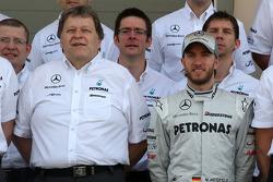 Norbert Haug, Mercedes, Director de Motorsport, Nick Heidfeld, piloto de pruebas, de Mercedes GP