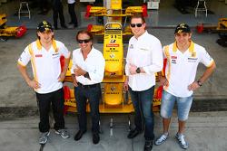 Robert Kubica, de Renault F1 Team con Emerson Fittipaldi, Jordi CEO de TW steel relojes y Vitaly Pet