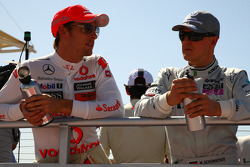 Jenson Button, McLaren Mercedes y Michael Schumacher, Mercedes GP