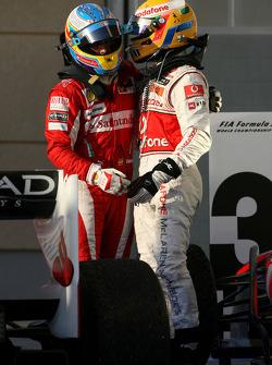 Ganador de la carrera Fernando Alonso, Scuderia Ferrari celebra con tercer lugar de Lewis Hamilton,