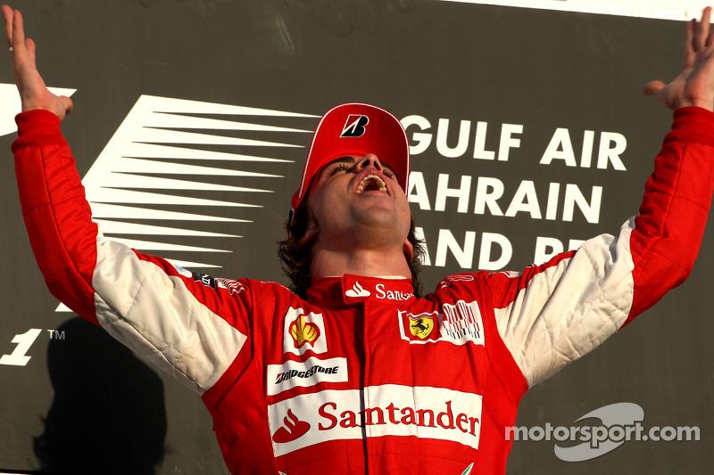 Podio: ganador de la carrera Fernando Alonso, Scuderia Ferrari celebra