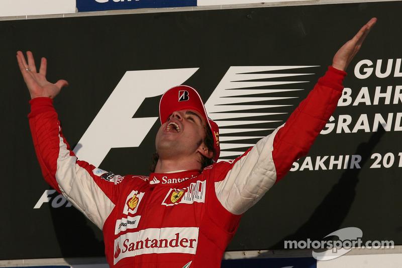 بعد موسم 2009 الخالي من الانتصارات، بدأ فرناندو ألونسو مسيرته مع فيراري بفوز في البحرين