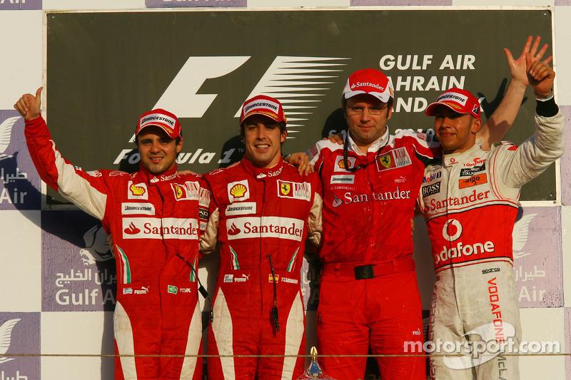 Na primeira corrida pela Ferrari, Alonso venceu no Bahrein, com Felipe Massa em segundo e Hamilton em terceiro