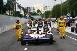 Voiture de Dan Wheldon, Panther Racing poussé dans les stands