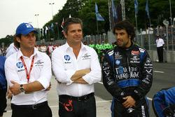 Gil de Ferran et Raphael Matos, de Ferran Luczo Dragon Racing pendant l'hymne américain