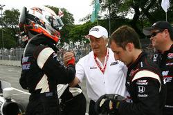 vainqueur Will Power, Team Penske fait la fête avec Roger Penske