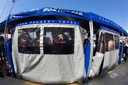 Team Peugeot Total pits