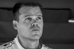 Snelste GT-kwalificeerder Dirk Muller kijken naar het einde van de sessie