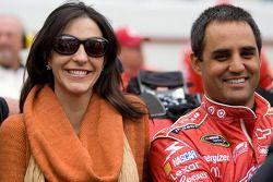 Juan Pablo Montoya, Earnhardt Ganassi Racing Chevrolet, met zijn vrouw Connie