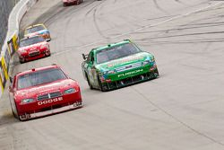 Brad Keselowski, Penske Racing Dodge et Carl Edwards, Roush Fenway Racing Ford