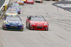 Jimmie Johnson, Hendrick Motorsports Chevrolet et Tony Stewart, Stewart-Haas Racing Chevrolet