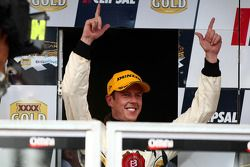James Courtney pakt de tweede plaats voor Jim Beam Racing